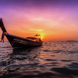 Nicklas Gustafsson - Longtail Sunset