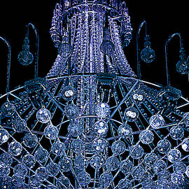 Miroslava Jurcik - Looking Up THe 9 Metre Tall Chandelier
