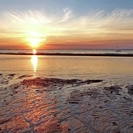 Lyuba Filatova - Low Tide at Sunset