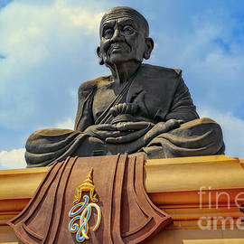 Luang Phor Thuad Monk - Adrian Evans
