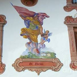 Elzbieta Fazel - Luftlmalerei, murals on a house, Tirol, Austria