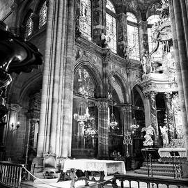 RicardMN Photography - Lugo cathedral altar BW