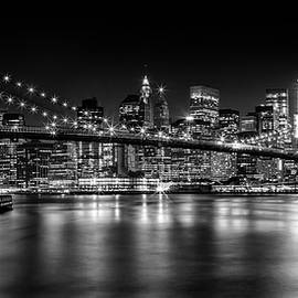 MANHATTAN SKYLINE AND BROOKLYN BRIDGE Nightly Impressions  - Melanie Viola