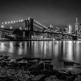Melanie Viola - MANHATTAN SKYLINE AND BROOKLYN BRIDGE Nightly Stroll along the river bank