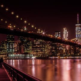 MANHATTAN SKYLINE AND BROOKLYN BRIDGE Sunset - Melanie Viola