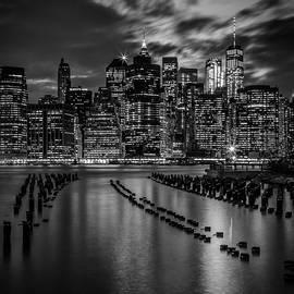 Melanie Viola - MANHATTAN SKYLINE Evening Atmosphere in New York City - Monochrome
