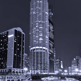 Steve Gadomski - Marina City on the Chicago River in B and W