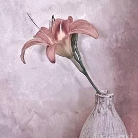 Marsha Heiken - Mauve Lily