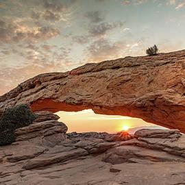 Kyle Lee - Mesa Arch at Sunrise