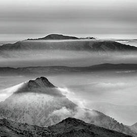 Guido Montanes Castillo - Mists at the mountains