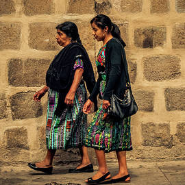Mom and Daughter - Antigua Guatemala. by Totto Ponce
