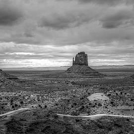 Jennifer Ancker - Monument Valley bw