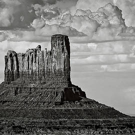 Saija Lehtonen - Monument Valley - Stagecoach Butte