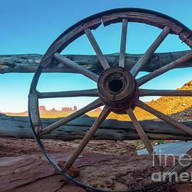 Inge Johnsson - Monument Valley Wheel