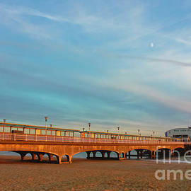 Terri Waters - Moon Rise over Bournemouth Pier