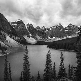 Moraine Lake Sunrise 3266 by Bob Neiman