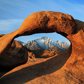 Johnny Adolphson - Morning glow at Mobius Arch.