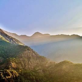 Kim Bemis - Morning Sunrays Himalayas