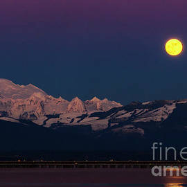 Paul Conrad - Mount Baker and Wolf Moon