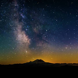 Mount Rainier and the Milky Way - Pelo Blanco Photo