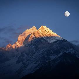 Yuka Ogava - Mount Thamserku and Full Moon