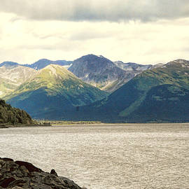 Phyllis Taylor - Mountains at the End of Turnagaim Arm