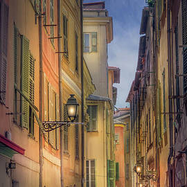Liesl Walsh - Narrow Alley In Old Town Nice, France 2