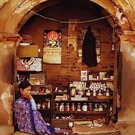 Gull G - Nepal Shopkeeper