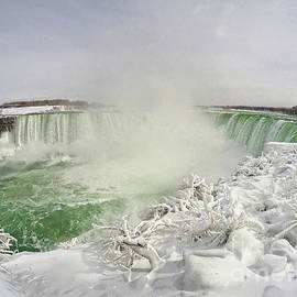 Charline Xia - Niagara Falls Beautiful Winter Scene