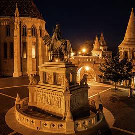 Artur Bogacki - Night in Castle District of Budapest City