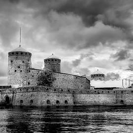 Olavinlinna Castle by Ari Salmela