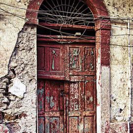 Tatiana Travelways - Old door in Casco Viejo, Panama