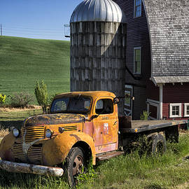 Old Flatbed Farm Truck DSC04714 by Greg Kluempers
