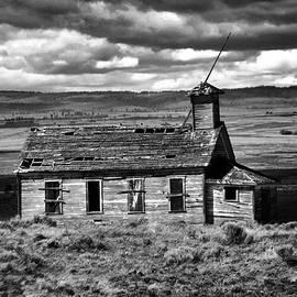 Jeff Swan - Old School House Bickelton WA Black and white