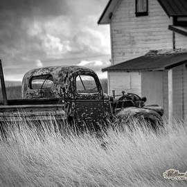 Old Truck At Farmhouse by William Havle