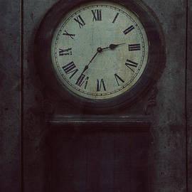 Mythja Photography - Old wooden clock