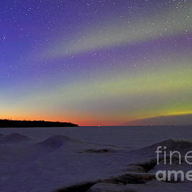 Pan STARRS comet with aurora by Dale Niesen