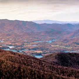 Panoramic view of Lake Hiwassee seem from the Brasstown Bald complex during sunset, the tallest moun