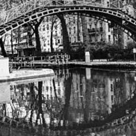 Paris Canal St. Martin. by Cyril Jayant