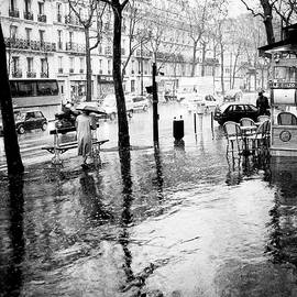 Walking in the rain in Paris   by Cyril Jayant