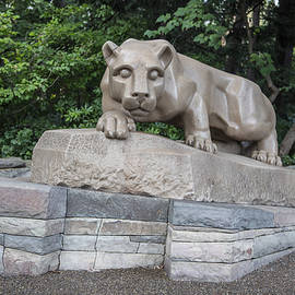 Penn Statue Statue  by John McGraw