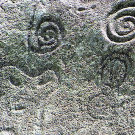 Petroglifos en Jayuya by Betzaida Irizarry