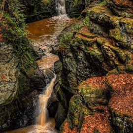 Pewits Nest Three Waterfalls by Dale Kauzlaric