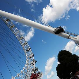 Pillar Of London S Ferris Wheel  by Agusti Pardo Rossello