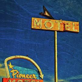 Flying Z Photography By Zayne Diamond - Pioneer Motel, Albuquerque, New Mexico
