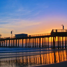 Pismo Beach and Pier Sunset by Flying Z Photography by Zayne Diamond