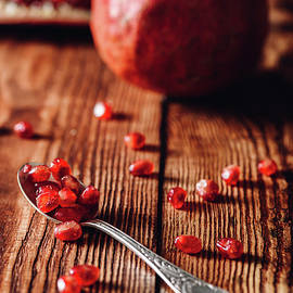 Vsevolod Belousov - Pomegranate Seeds in Spoon