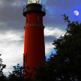Ponce Inlet Lighthouse on a cloudy day by Roger Epps