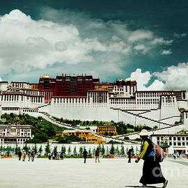 Raimond Klavins - Potala Palace. Lhasa, Tibet. Yantra.lv