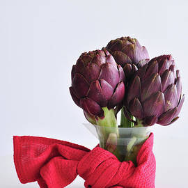 Maryna Tatarenko - Purple artichokes on a table